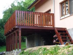 drevena vyvysena terasa - Hľadať Googlom Pergola, Deck, Outdoor Structures, Cabin, House Styles, Home Decor, Decoration Home, Room Decor, Outdoor Pergola