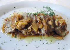 Carne guisada de segundo: Solomillo de cerdo con manzana y tomillo.  http://blog.cosasderegalo.com/2013/05/receta-de-solomillo-de-cerdo-con-manzana-y-tomillo/