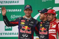 Mark Webber salue le public sur le podium #Brazil2013