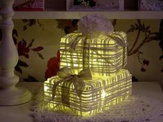 Lahjapaketti valot Paper Light, Handicraft Ideas, Cake, Desserts, Christmas, Diy, Tailgate Desserts, Xmas, Pie