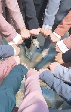 Last day at caratland😭 Mingyu Wonwoo, Seungkwan, Woozi, Carat Seventeen, Seventeen Debut, Seventeen Memes, Seventeen Wonwoo, Seventeen Scoups, Adore U