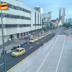 """Taxistas se toman Cl.Comuneros y reducen nueva vía. POR FAVOR acción drástica y evitar nuevo """"Cacique"""". Gracias @msalasrondon por la foto y la info #ReporteroBUC"""