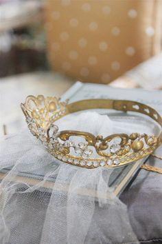 Princesses crowns and tiaras Cinderella Aesthetic, Princess Aesthetic, Disney Aesthetic, Fantasia Marilyn Monroe, Vogue, Tiaras And Crowns, Marie Antoinette, Pansies, Fairy Tales