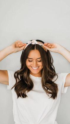 Bandana Hairstyles Short, Everyday Hairstyles, Headband Hairstyles, Easy Hairstyles, Short Hair Bandana, Bandana Girl, Hair Scarf Styles, Hair With Scarf, Silk Hair Scarf
