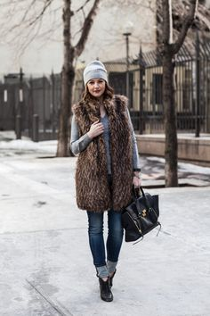 13 blue jeans, a grey top, black booties, a grey beanie and a long fur vest - Styleoholic Winter Fashion Outfits, Fur Fashion, Fall Winter Outfits, Winter Wear, Autumn Winter Fashion, Love Fashion, Cozy Winter, Sweater Weather, Mode Style