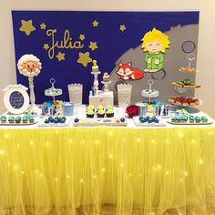 Comunion de Julia: El Principito. #elprincipito #candybar #mesadulce #mesadulceelprincipito #murcia #lorca #srpastel #chuches #mesadechuches #cupcakes #arboldechuches #cakepops #gelatinas #gofres #palomitas #thelittleprince #candy #lepetitprince #deklaaneprinz Little Prince Party, The Little Prince, Astronaut Party, Ideas Para Fiestas, Baby Boy Shower, Party Themes, Christmas Decorations, Birthday Parties, Cake