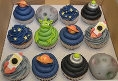 spaceship cupcakes | Home > Cake Gallery > Outter Space Cupcakes