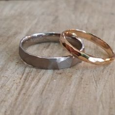hammered wedding ring in pink or red gold .- Alliance martelée en or rose ou rouge équitable covenant-marriage-original-or-gray hammered-pauletteabicyclette - Rose Gold Jewelry, Dainty Jewelry, Jewelry Accessories, Women Jewelry, Fashion Jewelry, Jewelry Rings, Covenant Marriage, Or Rouge, Promise Rings