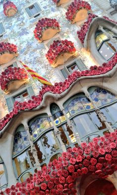 Gaudi's building was speacially decorated for Sant Jordi's day.