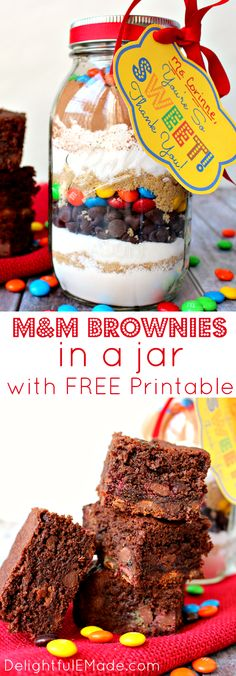 "Everyone loves brownies! Why not give it as a gift? This easy M&M Brownie mix in a jar is the perfect ""Thank You"" gift for anyone in your life. Makes a great teacher appreciation gift! (homemade christmas cookie recipes in a jar) M M Brownies, Brownies In A Jar, Brownie Jar, Brownie Trifle, Brownie Desserts, Homemade Brownies, Mason Jar Mixes, Mason Jar Diy, Sos Cookies"