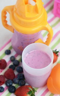 The little guys want smoothies too! This kid-friendly orange juice and strawberry smoothie freezer recipe is a great way to let them in on the yumminess. via @onceamonthmeals