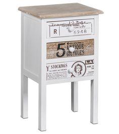 Ihastuttava vintage tyylinen Sarah-lipasto kolmella tilavalla vetolaatikolla. Sopii mainiosti lipastoksi tai yöpöydäksi. Valmistusmateriaalina lohikäärmepuu ja mdf-levy.