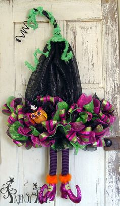 Deco Poly Mesh Witch Hat with Legs - Tutorial with more images and video on Trendy Tree!  #trendytree