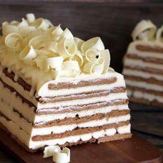 Tarta de galletas y chocolate blanco No Bake Desserts, Just Desserts, Dessert Recipes, Realistic Cakes, Spanish Desserts, Pastry Cake, Chocolate Recipes, Amazing Cakes, Love Food
