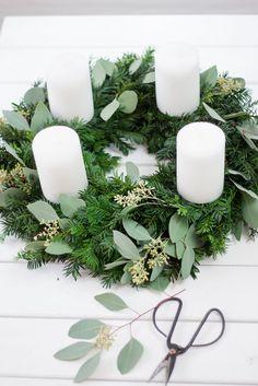 Minimal Christmas, Christmas Love, Winter Christmas, Christmas Ideas, Christmas Advent Wreath, Holiday Wreaths, Christmas Crafts, Holiday Centerpieces, Xmas Decorations