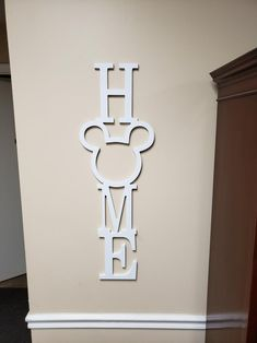 disney house decor Calling all Mickey lovers! This adorable Mickey home sign is made on thick MDF. MDF is a smooth wood product that is great for painting. You can choose to or Disney Diy, Deco Disney, Disney Crafts, Disney Stuff, Disney Wall Decor, Tv Wall Decor, Disney Home Decor, Disney Kitchen Decor, Disney Bedrooms