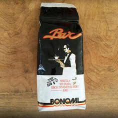 A classic bar blend of the Bonomi house, made of a selection of high quality Arabicas with a touch of Robusta, a coffee of substantial body and strong flavour. Available now at Caffè del Bar. Classic Bar, Espresso Bar, Italian Coffee, Centenario, Coffee Roasting, Best Coffee, The Secret, Italian Cafe