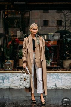 Trenchcoat Wetter Street Style Outfits, Street Chic, Street Styles, Fashion Outfits, Trendy Fashion, Fashion Trends, Look Casual, Look Chic, Parisian Style