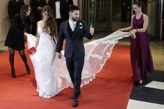 Photos from Lionel Messi and childhood sweetheart Antonella Roccuzzo's wedding in Rosario Antonella Roccuzzo, Messi Y Antonella, Wedding Pics, Wedding Gowns, Lace Wedding, Lionel Messi Family, Wedding Branding, Romance, Prom Dresses