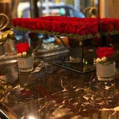 Festive and gorgeous roses for @stregisnewyork  #luxebloom #luxebloomroses #lastingluxury #nowater #roses #pursuepretty #holiday #christmas #xmas