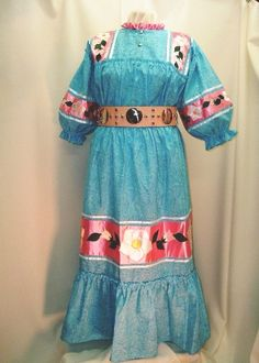 This is called a Tear Dress because all the pieces of the pattern are torn from fabric not cut with scissors. Native American Wedding, Native American Cherokee, Native American Clothing, Native American Pictures, Native American Tribes, Native American History, Cherokee Clothing, Cherokee Indians, Cherokee Nation