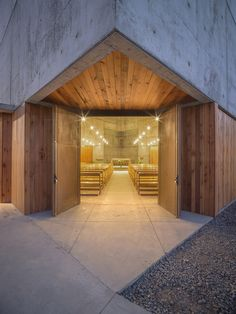Image 3 of 28 from gallery of San Alberto Magno Chapel / Juan Pavez Aguilar + José Requesens Aldea. Photograph by Marcelo Cáceres A.