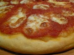 """come dire no ad una pizza così... ecco come realizzarla per la cena di questa sera, è Giovanna Bianco che ci da la sua ricetta....  Pizza buonissima con pasta madre by Giovanna Bianco dal blog """"Pasta e non solo""""  Questa ricetta appartiene al programma di affiliazione ai quali partecipano SOLO i blog approvati e certificati. http://www.lapulceeiltopo.it/forum/ricette-lievitati-e-imapsti-base-con-le-mani-in-pasta/1608-pizza-buonissima-con-pasta-madre#2191"""