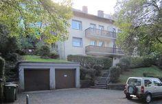 Vermietete Eigentumswohnung in Freiburg-Littenweiler Die Wohnung befindet sich im Erdgeschoss eines gepflegten 6-Familienhauses. Auf jeder Etage befinden sich nur 2 Wohnungen.  Dach und Außenwände wurden neu gedämmt. Sämtliche Fenster wurden erneuert. Freiburg-Littenweiler in ruhiger Hanglage, ca. 100 Meter zur Bushaltestelle.  Eine optimale Mischung aus Natur- und Stadtnähe. Zur Wohnung gehört eine große Westterrasse und ein kleiner Garten. Die Wohnung ist vermietet.