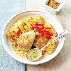 Pineapple and hot peppers give this dish bold flavor! More chicken stir fry recipes: http://www.bhg.com/recipes/ethnic-food/asian/chicken-stir-fry-recipes/?socsrc=bhgpin080213pineapplechicken=10