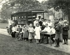 Dayton, Ohio: The Bookmobile Goes To The City Happy Photos, Rare Photos, Great Photos, Old Photos, Rockingham County, Vintage Library, Little Free Libraries, Dayton Ohio, Libraries