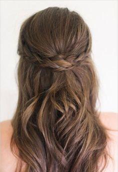 Semiraccolto-con-treccia-Idee-capelli-nuziali-2016.jpg