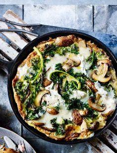 Kale, mushroom and Gorgonzola frittata  | healthy recipe ideas @xhealthyrecipex |
