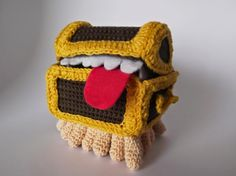 A collection of free Crochet Patterns Free Crochet Pattern: Discworld Luggage (Spanish and English)