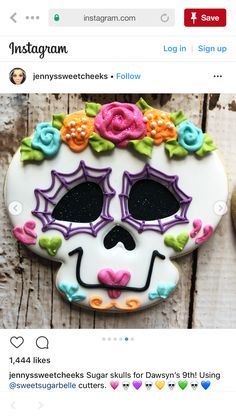 Sugar skulls for Dawsyn's Using cutters. Gateau Theme Halloween, Dulces Halloween, Postres Halloween, Halloween Sweets, Halloween Food For Party, Halloween Cakes, Fall Cookies, Iced Cookies, Cute Cookies