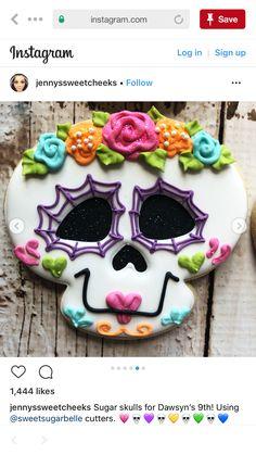 Sugar skulls for Dawsyn's Using cutters. Halloween Cookies Decorated, Halloween Sugar Cookies, Halloween Treats, Decorated Cookies, Fall Cookies, Cute Cookies, Cupcake Cookies, Dulces Halloween, Postres Halloween