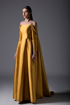 Fantasy Gowns, Mode Inspiration, Beautiful Gowns, Dream Dress, Costume Design, Pretty Dresses, Ball Gowns, Evening Dresses, Fashion Dresses