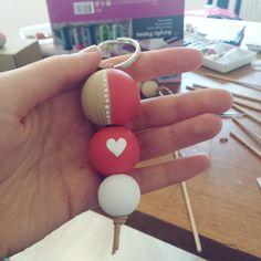 K Crafts, Bead Crafts, Crafts To Make, Wood Bead Garland, Beaded Garland, Diy Keychain, Clothespin Dolls, Love Craft, Bijoux Diy