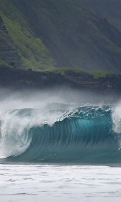 ✯ Breaking Wave Molokai