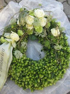 FUNERAL FLOWERS | IDEAS FOR FUNERAL FLOWERS | FUNERAL WREATHS | FLOWER TRIBUTES | FUNERAL TRIBUTES | FLORAL TRIBUTES | FUNERAL FLOWER ARRANGEMENTS | #funeralflowers #sympathyflowers #funeraltributes #funeralwreaths #memorialflowers