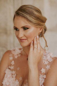 Egy esküvői smink és fodrász páros, akiket imádunk! | Esküvő Classic Paros, Ford, Drop Earrings, Fashion, Moda, Fashion Styles, Drop Earring, Fashion Illustrations