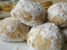 Snowball Christmas Cookies {best ever} Baking Recipes, Cookie Recipes, Dessert Recipes, Desserts, Mexican Food Recipes, Sweet Recipes, Sugar Cookies, Cake Cookies, Pecan Cookies