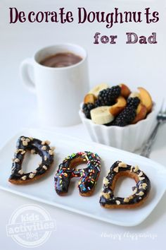 Start Father's Day off in a sweet way by decorating doughnuts for dad. What father wouldn't love a plate full of yummy homemade doughnuts for his Father's Kids Activities (by Age) Happy Fathers Day Cake, Fathers Day Crafts, Father's Day Breakfast, Breakfast For Kids, Breakfast Ideas, Diy Father's Day Gifts, Father's Day Diy, Mole, Father's Day Printable