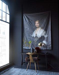 kamer met zwarte wand   room with black wall   vtwonen 01-2017   Fotografie Tjitske van Leeuwen   Styling Marianne Luning