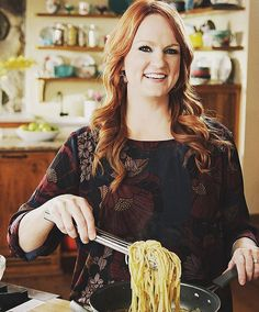 Ree Drummond, aka the Pioneer Woman, has a huge following — and for good reason. Even before she had a hit show on the Food Network, she gained readership on her blog, where she regularly shares a delightful and entertaining mix of recipes, personal stories, and details of family life on her ranch in Oklahoma. Needless to say, the home cook knows her way around the kitchen and has a lot of cooking tips up her sleeves — keep reading to learn from the best.