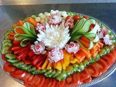 23 super Ideas fruit tray ideas for wedding appetizers - Fruit platter ideas party - Fruit Party Platters, Veggie Platters, Veggie Tray, Food Platters, Vegetable Trays, Vegetable Carving, Party Buffet, Vegetable Tray Display, Vegetable Snacks