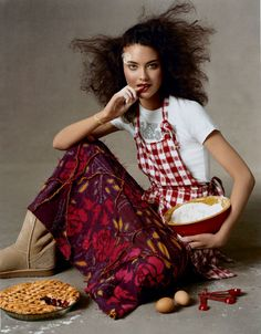 Photographed by Steven Meisel, Vogue, June 2003 Uncommon Threads, Shalom Harlow, Steven Meisel, Holiday Makeup, Cooking Classes, Skin Makeup, Warm And Cozy, Food Styling, Editorial Fashion