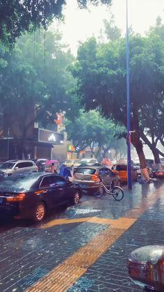 Cozy Rainy Day, Rainy Night, Rainy Days, Rainy Day Photography, Rain Photography, White Photography, Asmr, Rainy Day Photos, Rainy City