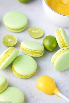 Tangy, sweet lime curd macarons are just what your day needs. They're fun to make, look at, give away and eat. Check out the tips to a perfect macaron, too. This Lime Curd Macarons Recipe is one of m Macaron Filling, Macaron Flavors, Köstliche Desserts, Delicious Desserts, Dessert Recipes, Plated Desserts, Key Lime Curd Recipes, Key Lime Macarons, Cupcakes