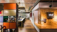 @superlimão Sede @ideazarvos. Um escritório deve ser eficiente além de bonito. Na IdeaZarvos utilizamos materiais como madeira, metal e vidro trabalhando suas formas e texturas. Mobiliário @securit #arquitetura #architecture #interiores #interiordesign #corporativo #corporate #simplicidade #officedesign #superlimao #superlimaostudio Foto: @bcinefoto