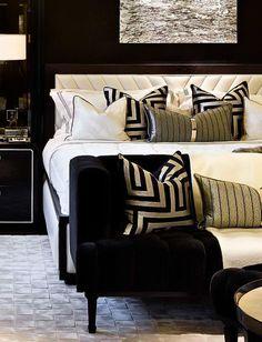 Black Gold Bedroom, Gold Bedroom Decor, Home Bedroom, Modern Bedroom, Living Room Decor, Bedroom Ideas, Bedroom Furniture, Contemporary Bedroom Decor, Black Bedrooms